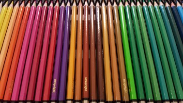 colored pencils with tin 4